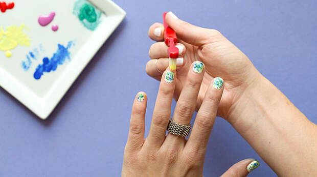 9 способов использовать зубную щетку для красоты