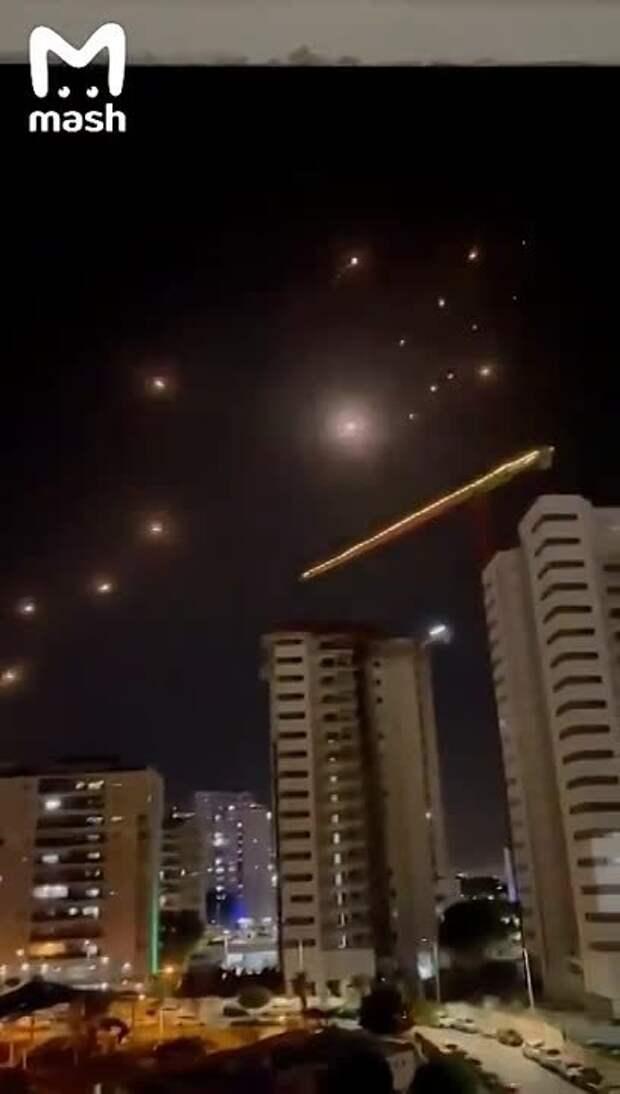 Небо над Израилем прямо сейчас. По сообщениям местных СМИ, это –самый масштабный...