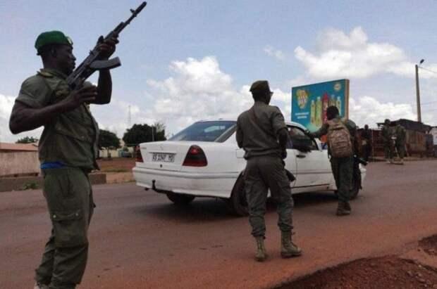 Президент и премьер-министр Мали будут освобождены - AFP