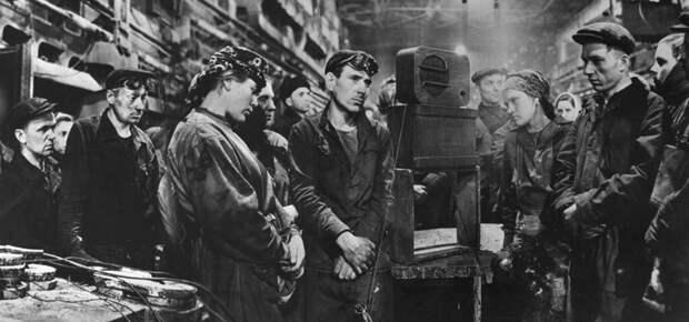 Каким был рабочий день при царе, при большевиках и при Сталине