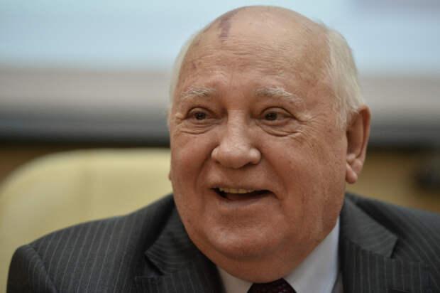 Президент России поздравил Горбачева с днем рождения