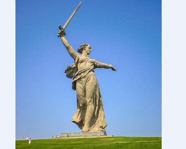 История района: рабочие Тушинского машиностроительного завода участвовали в сооружении самой высокой статуи Европы
