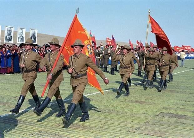 Что стало бы с СССР, если бы он не вывел войска из Афганистана