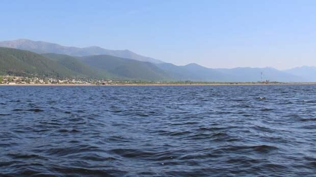 Разлив нефтепродуктов произошел на озере Байкал
