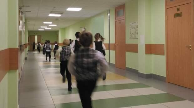 В Казани эвакуировали 15 школ после сообщений о заложенных в них бомбах