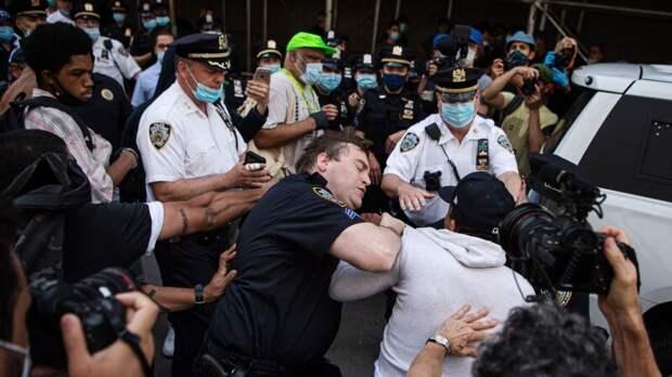 Полиция на Западе для разгона демонстраций вооружилась вонью и СВЧ-пушками