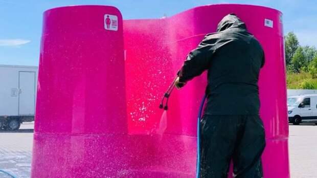 ВоФранции устанавливают открытые уличные туалеты для смелых