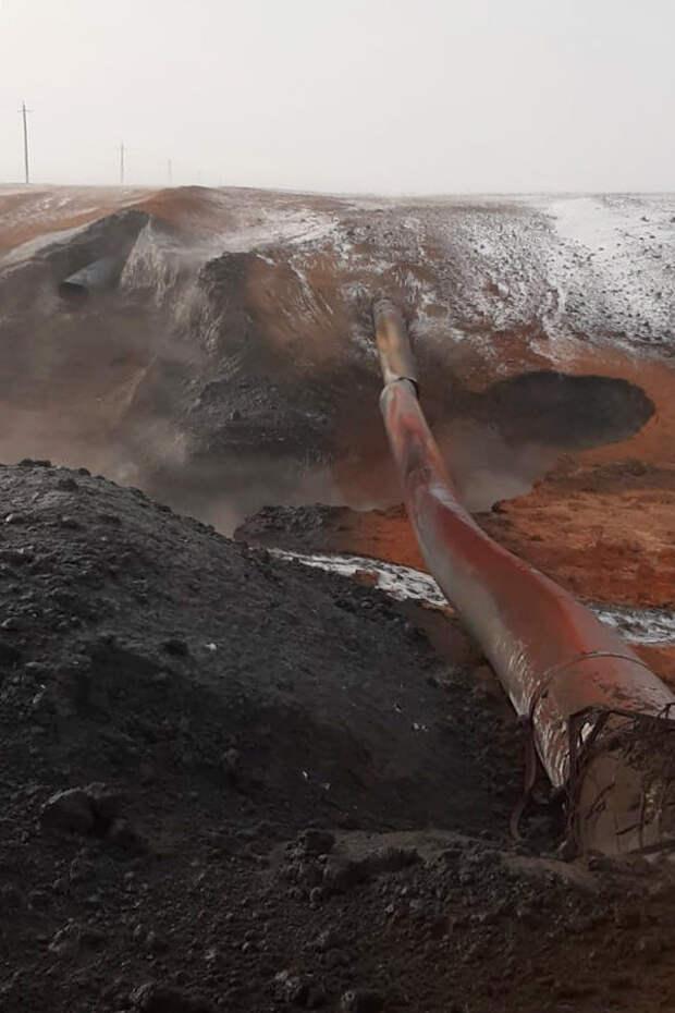МЧС показало видео с места аварии на нефтепроводе в Оренбуржье