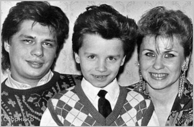 Игорь Харламов с родителями. (Источник изображения: 24smi.org).