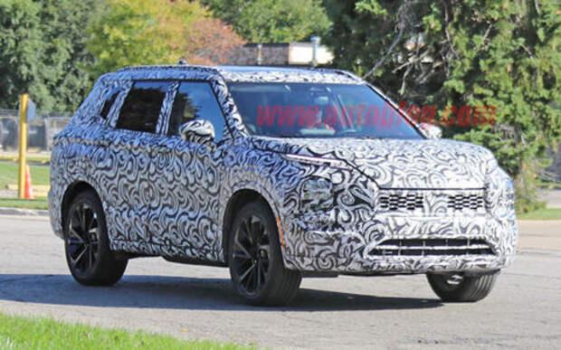 Первые фото — новый Mitsubishi Outlander выехал на дороги