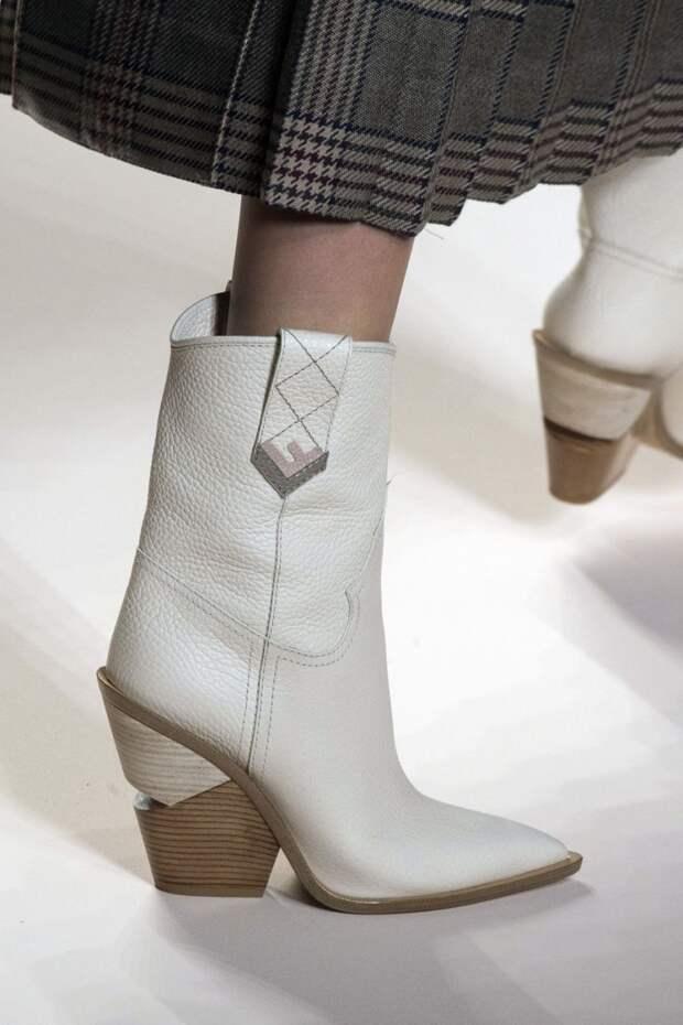 Белые ботинки из осенне-зимней коллекции 2018-2019 Fendi