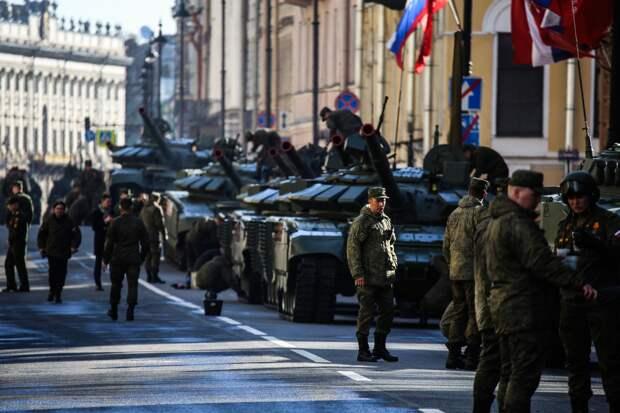 Парад на Дворцовой, колонны техники и пешеходный Невский. Смотрите, как проходит празднование 9 мая