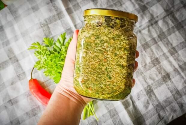 Отличный рецепт соуса с томатами и зеленью на зиму без варки и стерилизации