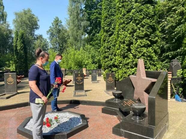 На Раевском кладбище прошла акция ко Дню памяти и скорби