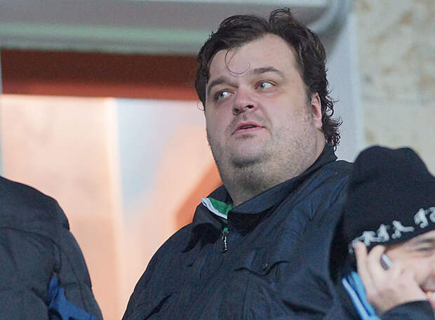 Василий Уткин, говоря об отставке Тедеско обратился к Европе. Хотя у нас был тренер, который объявил о своем досрочном уходе, а затем занял 1-е место на групповом этапе еврокубков