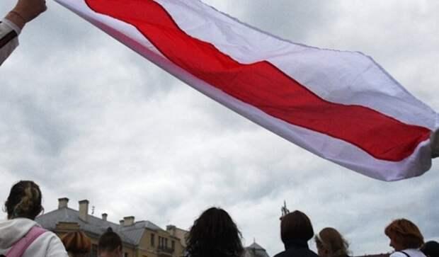 Многотысячная толпа протестующих направилась в центр Минска
