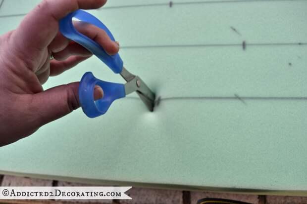 Как сделать мягкое изголовье, пуфик или спинку для стула (5) (700x467, 402Kb)