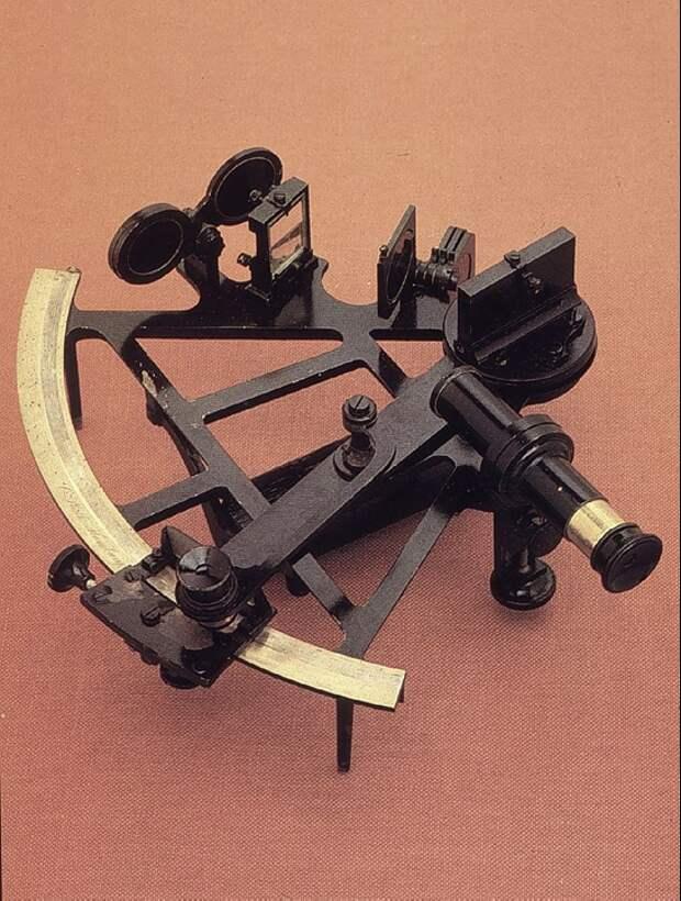 Секстант. Источник Общественное достояние, https://commons.wikimedia.org/w/index.php?curid=356267