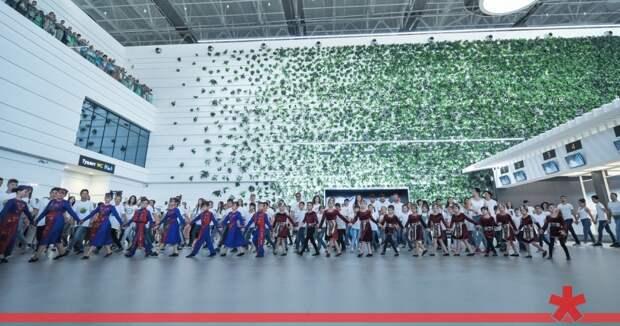 Присвоение имени Айвазовского аэропорт Симферополя отметил армянским танцем «Кочари»