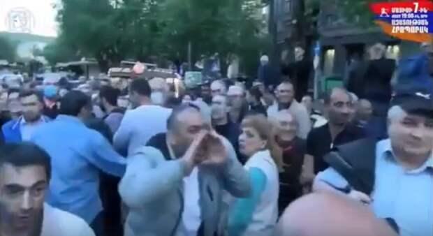 «Сука Лавров» — так в Ереване «встретили приезд» главы МИД РФ Сергея Лаврова армяне