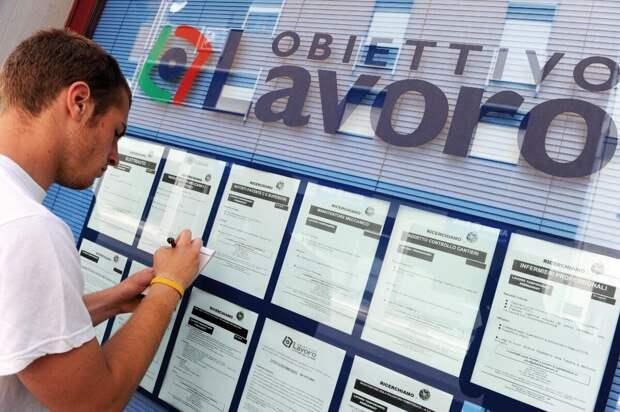 Фото: gds.it (искать работу в Италии можно годами, и от этого страдают как приезжие, так и сами итальянцы)