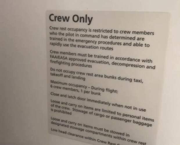 Пилот раскрыл тайны пассажирского лайнера багажное отделение, боинг-787, пилот, пилотская кабина, посторонним вход разрешен, самолет, самолет изнутри, спальные места