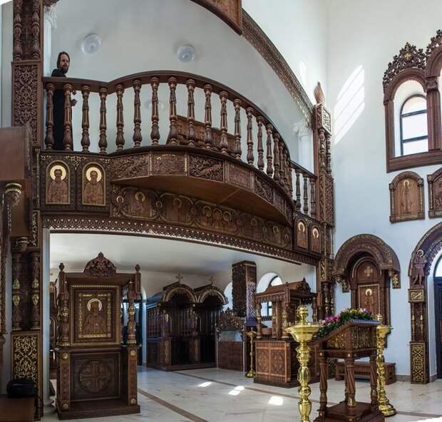 Рукотворное деревянное чудо России – храм святого великомученика Артемия на Ставрополье (10 фото)