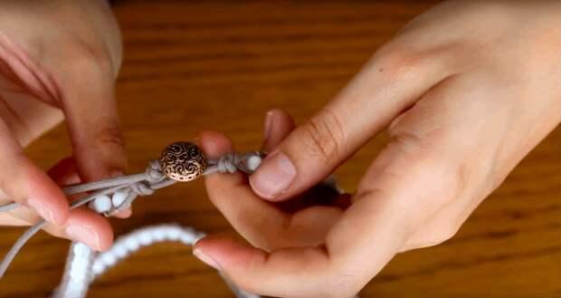 Простой, но интересный браслет в стиле бохо своими руками