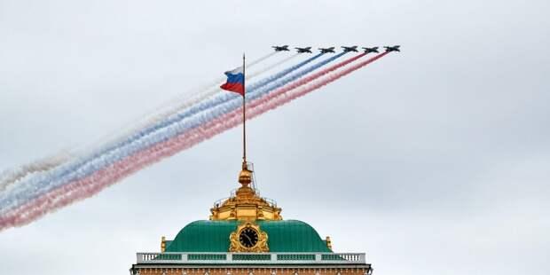 Управа Ростокина запустила флешмоб «Знамя Победы»