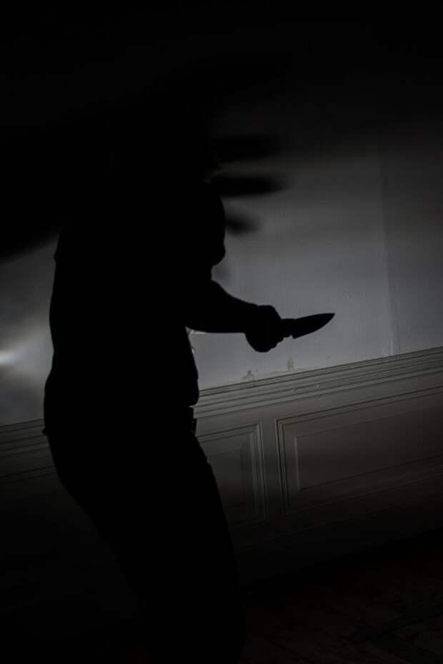 В Ялте пьяный мужчина ударил своего знакомого ножом в живот