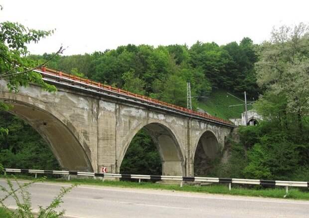 Один из мостов на дороге в Туапсе/Фото взято из Интернет