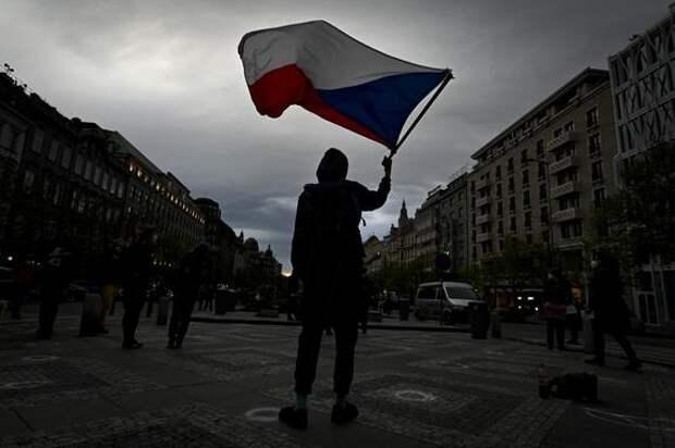 В Праге прошли массовые акции против президента Чехии из-за поддержки РФ