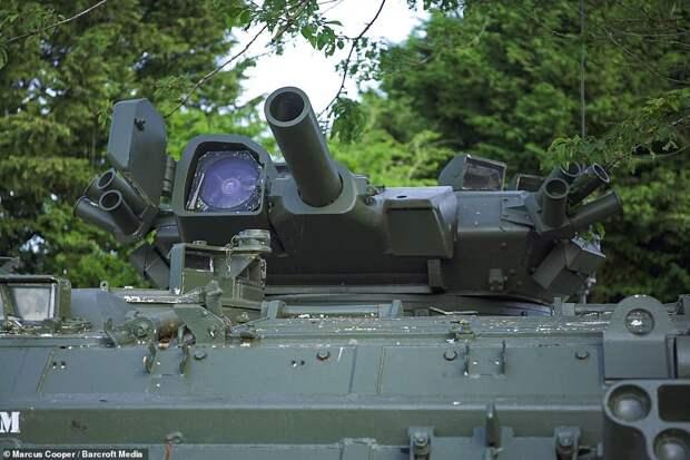 Энтузиаст создал из двух армейских бронетранспортёров танк-лимузин и сдает его в аренду