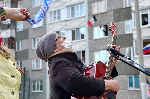 Жители дома на улице Удмуртской в Ижевске посвятили песни труженице тыла