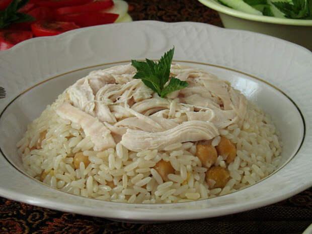 Турецкий плов с курицей и нутом (Tavuklu Nohutlu Pirinç Pilavı)