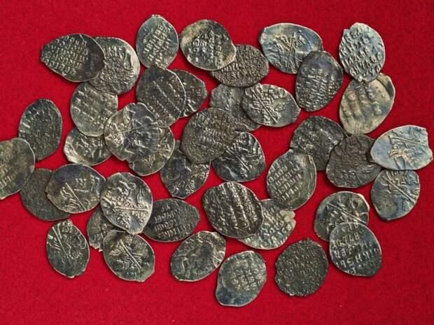 В центре Москвы нашли клад из старинных монет