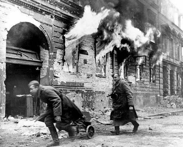 Красная армия при штурме Берлина