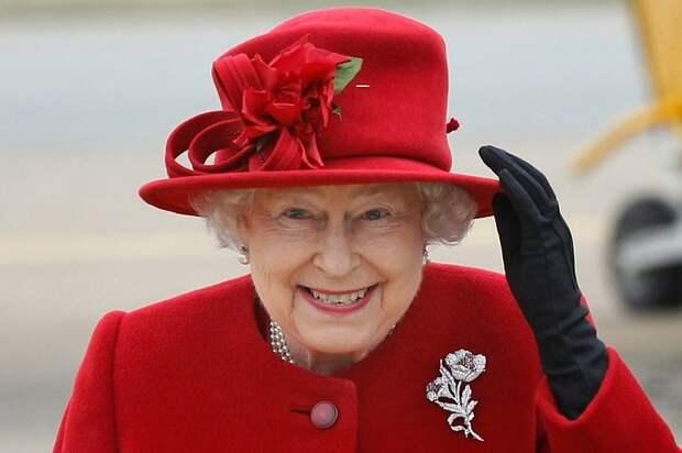 Поддельное фото Елизаветы II спровоцировало международный скандал