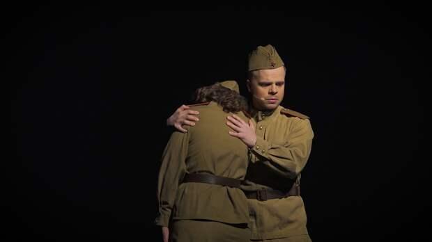 «Все билеты проданы»: Театр эстрады им. Аркадия Райкина явил миру спектакль ко Дню Победы
