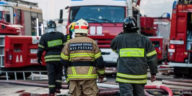 Загоревшийся автомобиль на 10-м километре МКАД потушили за пять минут