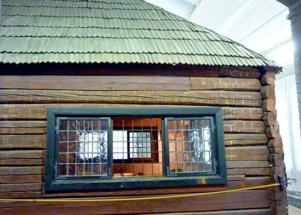 Почему Петр I издал указ строить каменные дома только в Санкт-Петербурге и запретил строить каменные дома в России?