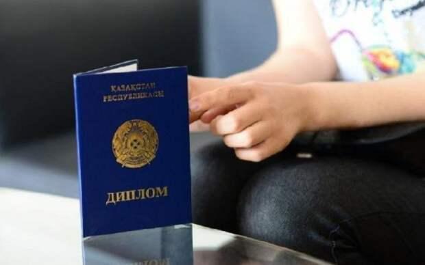 Студенты лишившегося лицензии вуза не могут получить дипломы в Шымкенте