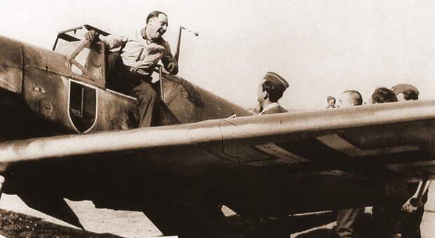 Командир группы II./JG 52 гауптман Эрик Войтке после удачного боевого вылета, лето 1941 года. - Вынужденные драться? С удовольствием! | Военно-исторический портал Warspot.ru