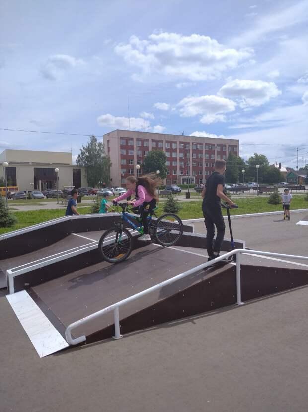 В Можге на центральной площади появилась открытая скейт-площадка