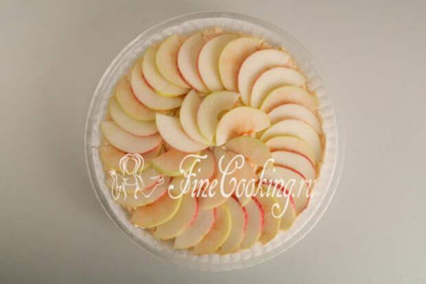 Поверх укладываем яблочные ломтики
