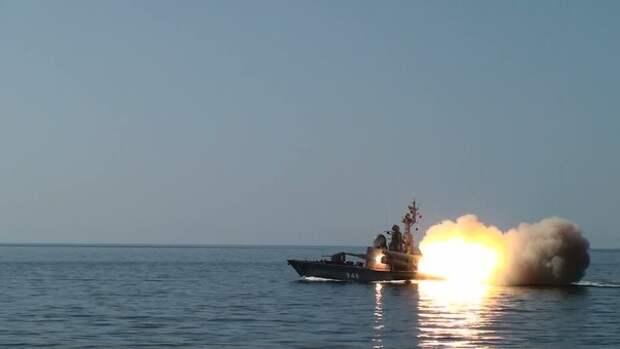 Демонстративно на глазах группировки ВМС США у берегов Сирии уничтожен корабль-мишень