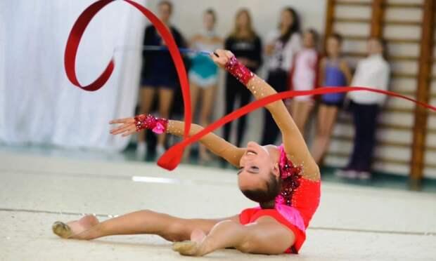 Спортсмены России отмечают сегодня День гимнастики