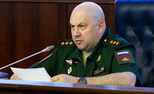 На фото: Главком Воздушно-космических сил РФ Сергей Суровикин