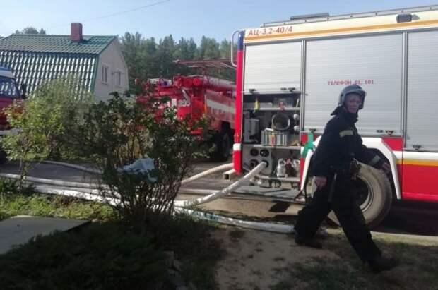 В Свердловской области горят садовые дома на площади более 1 тыс. кв. м