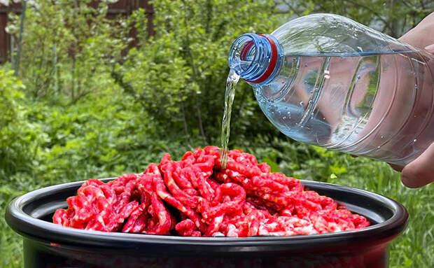 Добавляем воду с газом в фарш и обычные котлеты становятся сочными, даже если мясо было жестким